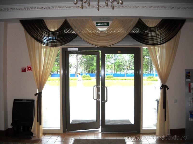 Шторы на входную дверь
